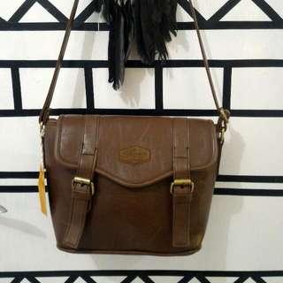 [BRAND NEW] Vintage Leather Slingbag