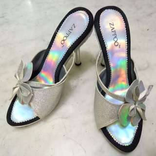 Sepatu Pesta Silver