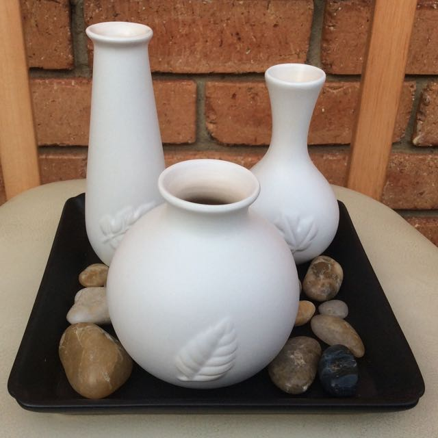 3 Vases, Tray and River Stones