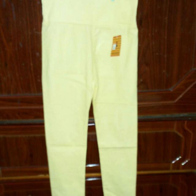 黃色緊身褲