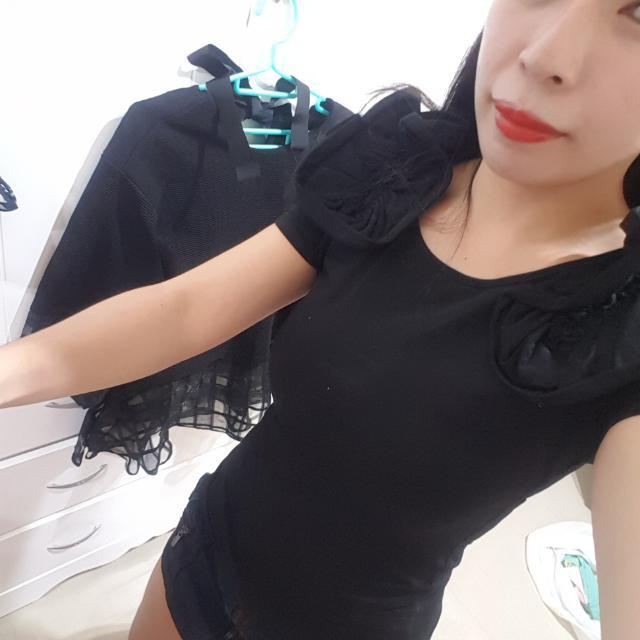 ⬇繼續五折#女裝五折出清  黑色造型袖子緊身上衣