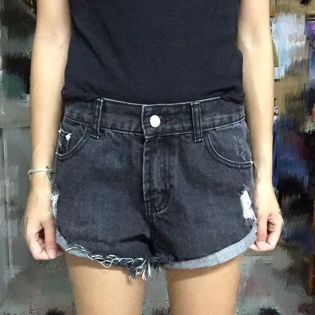 個性黑色短褲