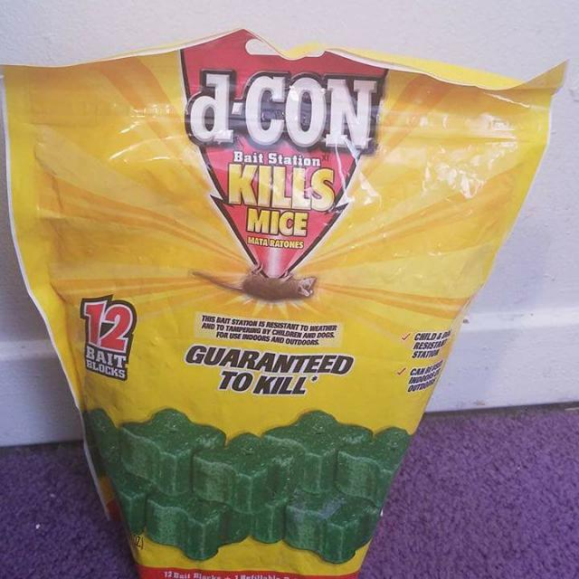 D-CON 12 Bait Block Corner Fit Less Mess