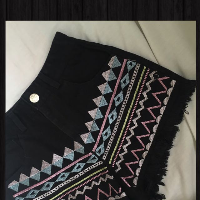 FREE SHIPPING!! Super Pretty HW Aztech Shorts