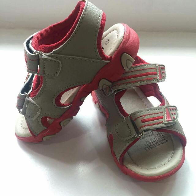 H&T Sandals Size: 7 (1-12 mos)