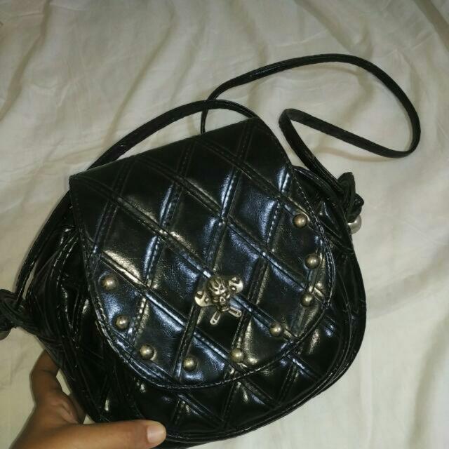 Import slingbag with studds