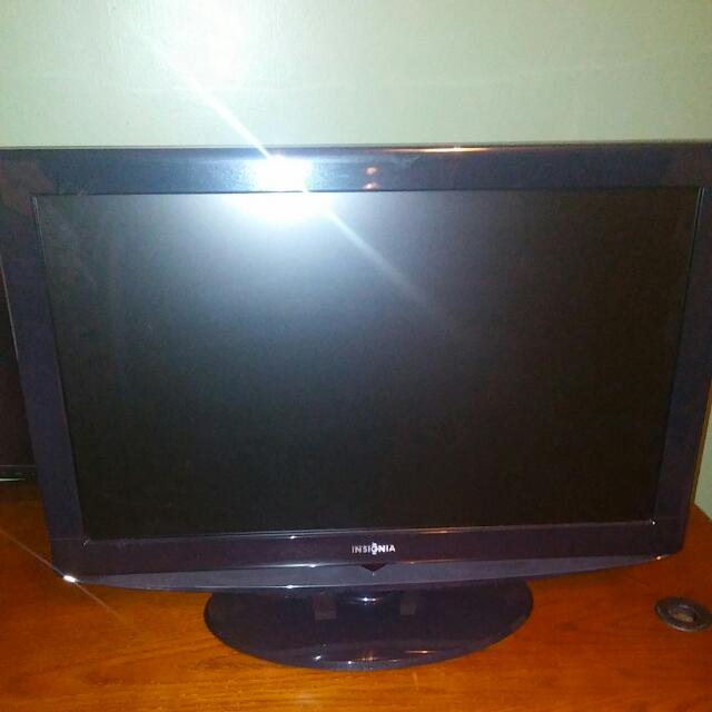 "Insignia 26"" Multimedia LCD TV"