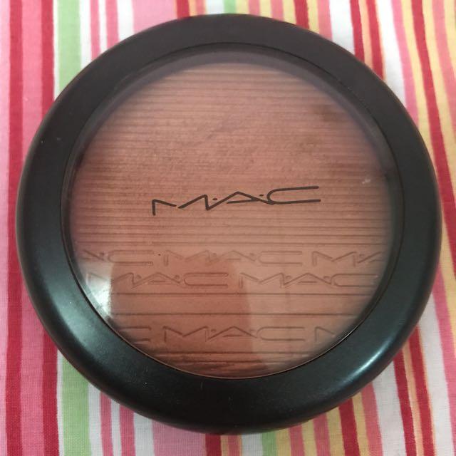 MAC GLOW WITH IT