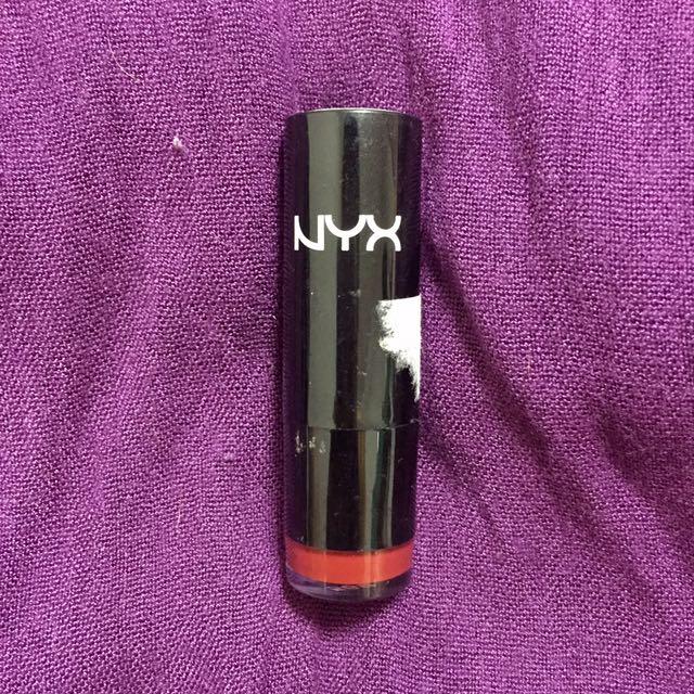 Nyx Lipstick: Snow White