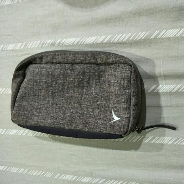 Pouch Dari Cathay Pacific Business Class