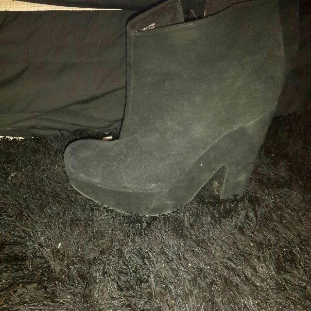 Suede Heels Size 9