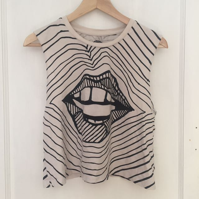UO Lips Black/White Cropped Tank Top