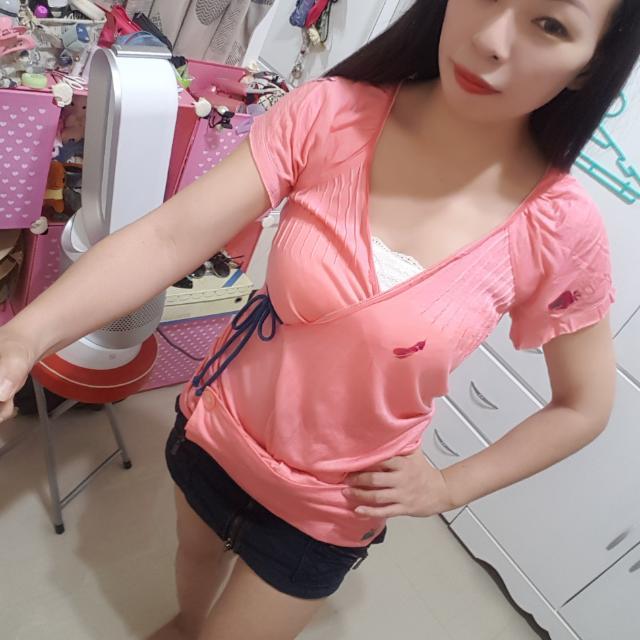 ⬇繼續五折#女裝五折出清  不可能撞衫人體地圖viga設計師粉紅綁帶上衣
