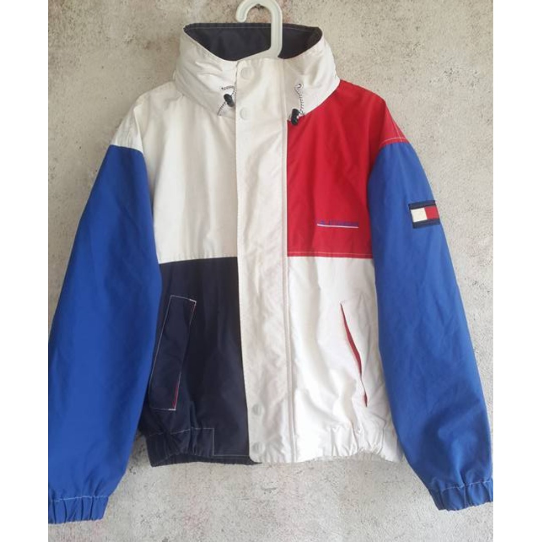 c4728c9a Vintage Tommy Hilfiger Windbreaker Jacket, Men's Fashion, Clothes on  Carousell