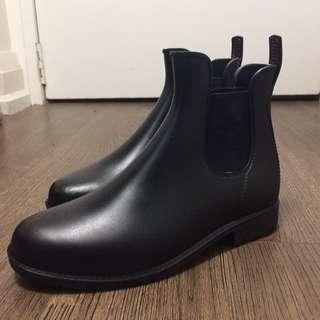 Mint Condition Rain Boots size 6