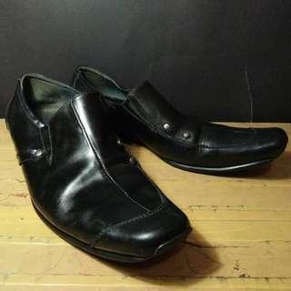 Sepatu Kerja / Pantofel BUCCHERI Kulit size 42/43