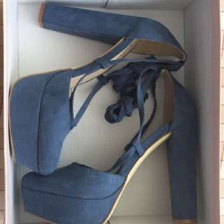 Women's pair of blue platform pumps
