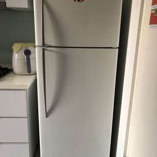 Fisher & Paykel 380L Refrigerator With Free Dining Table