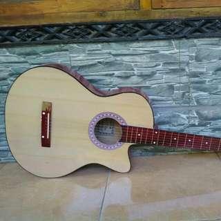 Guitar Natural Medium