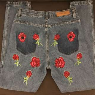 Embroidered Back Mom Jeans