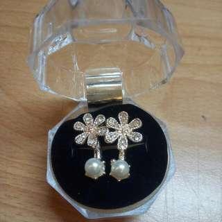 🚚 夾式耳環 優雅珍珠花朵 #舊愛換新歡