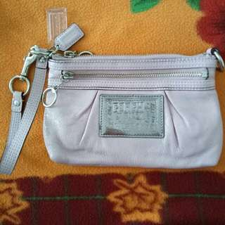 Repriced ...💯 COACH PATENT LEATHER BABY PINK WRISTLET  ( authentic )