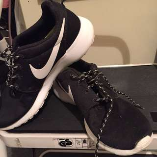 Black And White Nike Roshes