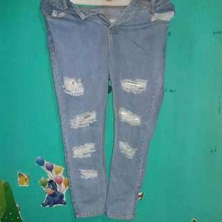 (RE-PRICE) Boyfriend Ripped Jeans For Sale!!!