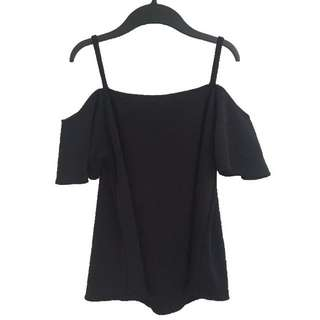 NEW❗️Cold shoulder top black
