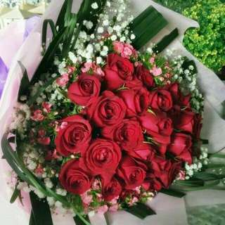 26 Fresh Red Roses with baby breath Bouquet Flower for Gifts Valentines Day Mother's Day Gifts