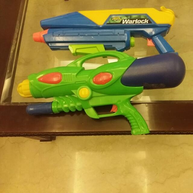 2 Squirt Guns