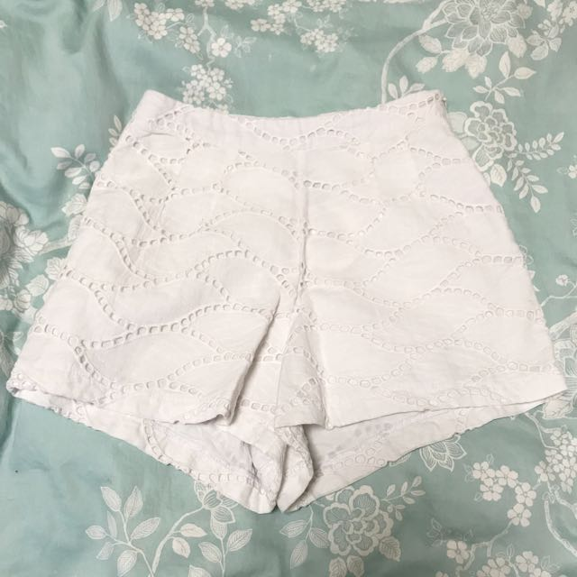 Atmos & Here White Shorts Size 6