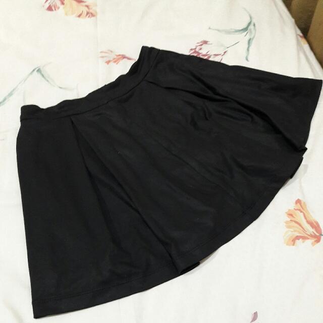 B09 - Forever21 Black Skirt
