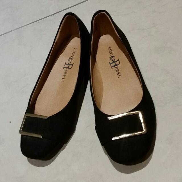 Black Flats Size 5