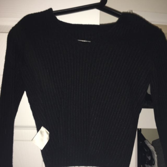 Black V Neck Crop