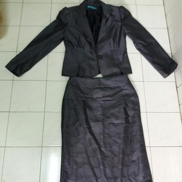 1a62d8eea290 CHRISTIAN DIOR BOUTIQUE PARIS Silk Lightweight Skirt Suit /Blazer ...