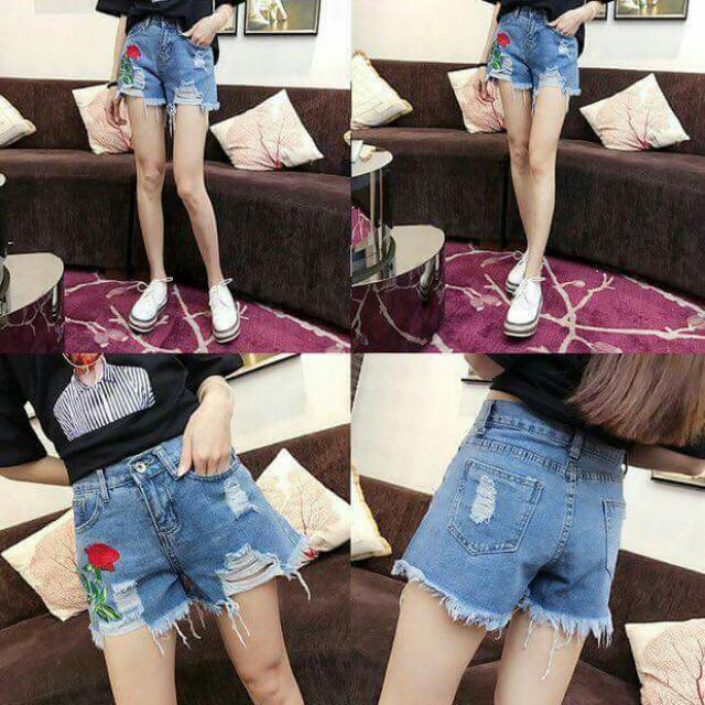 Denim shorts 300 php Size:S26-27         M28-29          L30-32