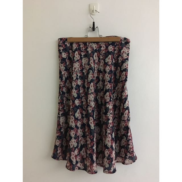 Flowy skirt fits M-L