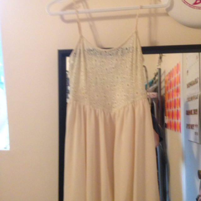 Forever 21 Lace & Chiffon Dress