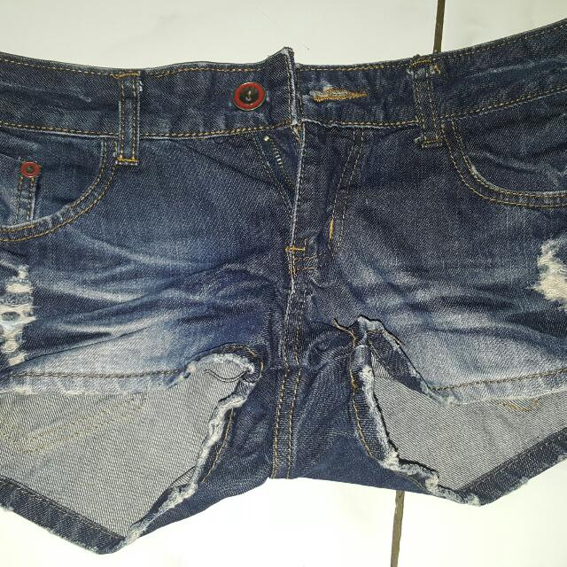hot pants jeans, ripped jeans