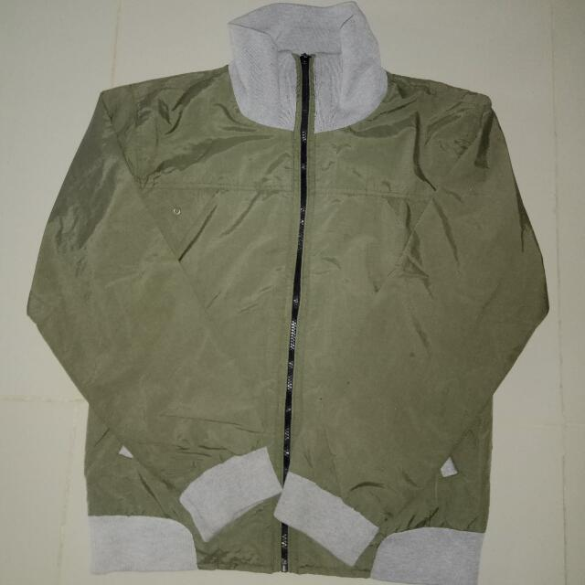Jaket Earthquake