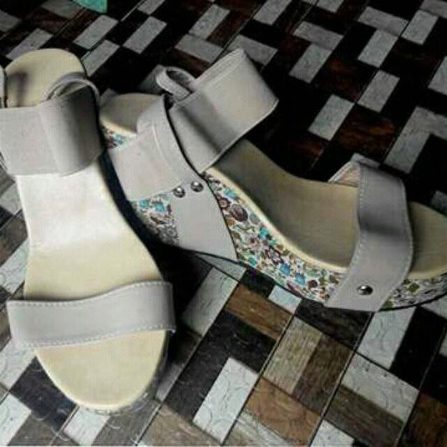 REPRICED!!! Liliw Wedge