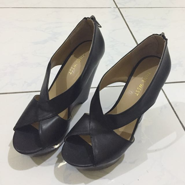 Nine West black wedge