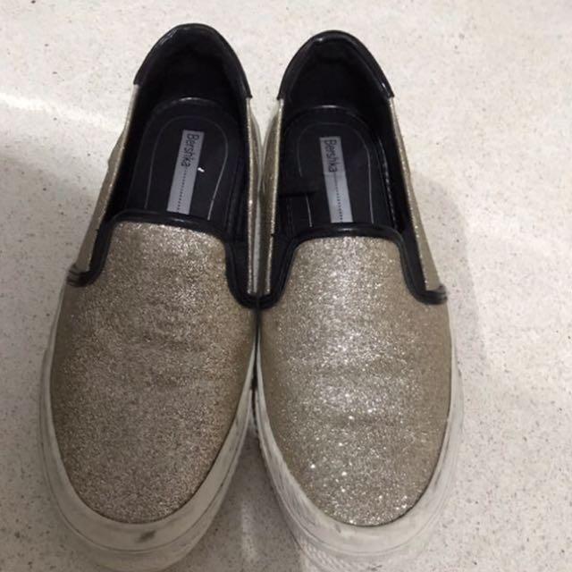 Sepatu BERSHKA Flat Size 36