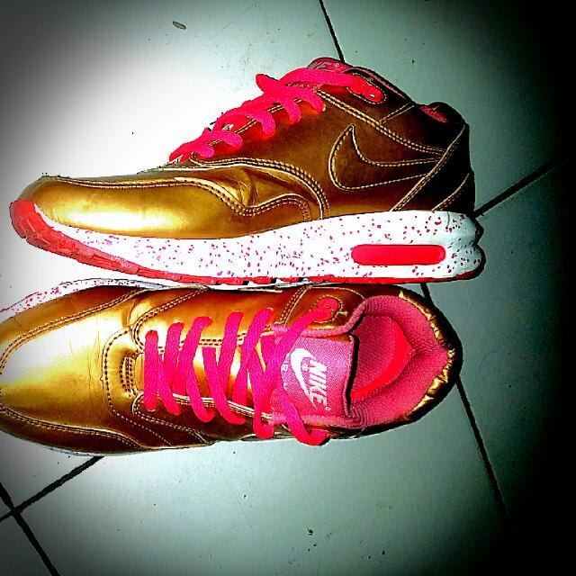 Sepatu Sport Nike Air Warna Gold