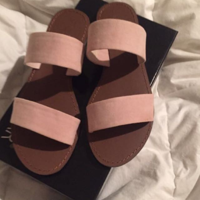 Shubar Sandals