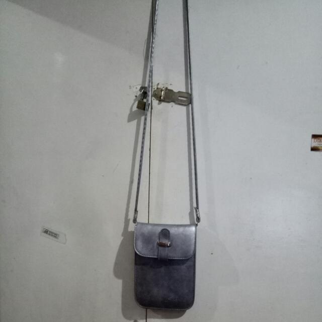 sling bag good as new