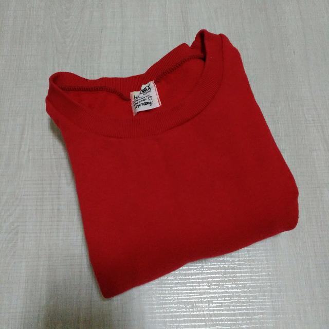 鮮紅色刷毛大學T