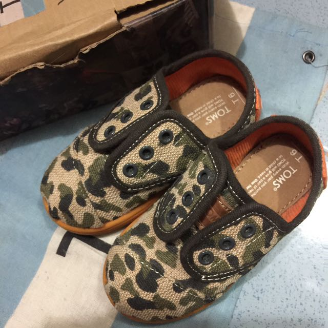 TOMS CAMO  with POUCH (size T6)