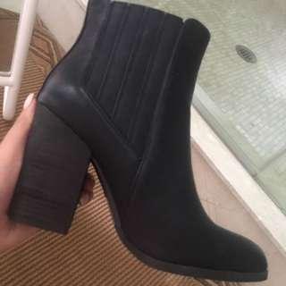 Women's Heeled Chelsea Boot